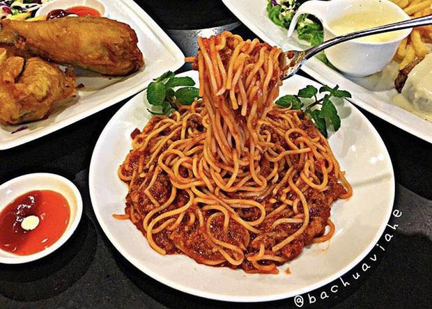 """Hết nguyên liệu, cửa hàng vẫn """"ráng"""" bán suất mì spaghetti với… nước mắm và thịt luộc khiến dân tình choáng váng: Cố đấm ăn xôi vừa! - Ảnh 4."""