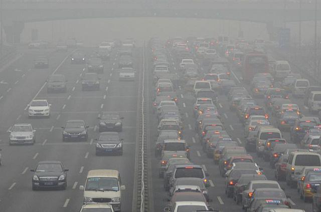 Nếu tăng trưởng kinh tế làm tăng ô nhiễm, liệu kinh tế suy yếu có làm thế giới trong lành hơn?  - Ảnh 2.