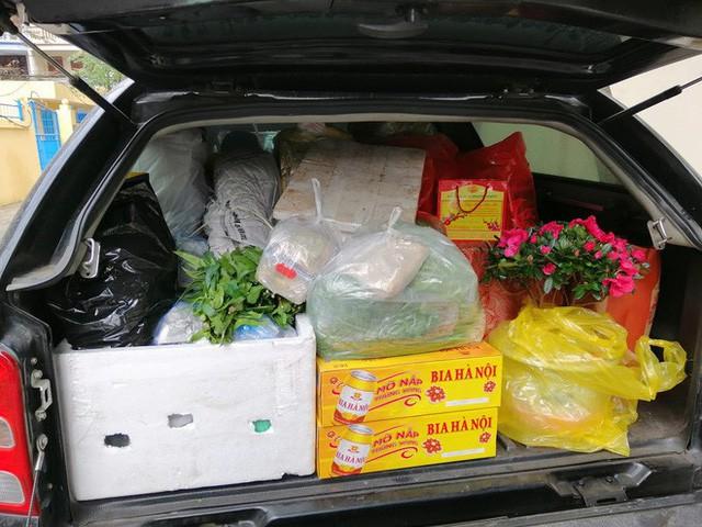 Hình ảnh chuyến xe chở cả quê hương quay lại Thủ đô sau kỉ nghỉ Tết Nguyên đán khiến nhiều người bật cười - Ảnh 6.
