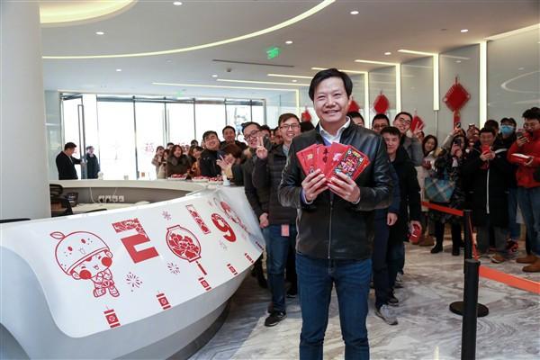 Cùng xem CEO Xiaomi Lei Jun lì xì cho nhân viên dịp năm mới - Ảnh 1.