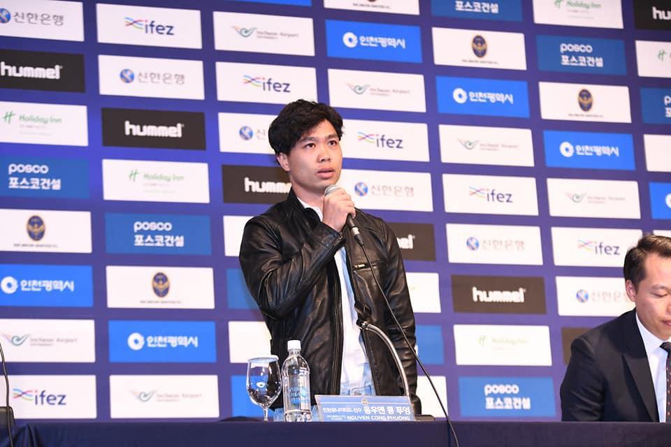 công phượng - photo 1 1550127715455503740815 - Công Phượng đầy nam tính và lịch lãm trong ngày ra mắt Incheon United
