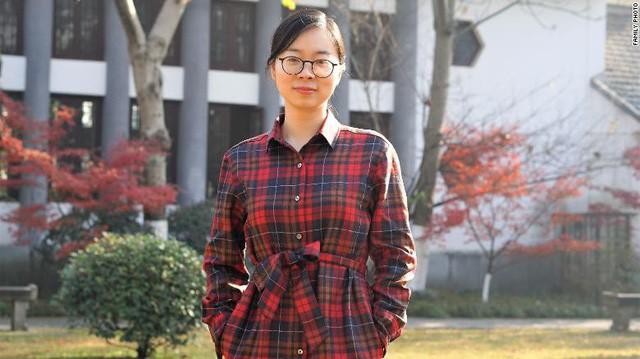Trung Quốc: Các cặp đôi không đủ khả năng tài chính để sinh con thứ hai do chi phí để nuôi dạy quá cao, thậm chí phải hối lộ cho bác sĩ để có được sự chăm sóc chu đáo nhất cho con - Ảnh 1.