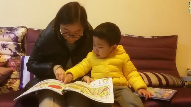 Trung Quốc: Các cặp đôi không đủ khả năng tài chính để sinh con thứ hai do chi phí để nuôi dạy quá cao, thậm chí phải hối lộ cho bác sĩ để có được sự chăm sóc chu đáo nhất cho con - Ảnh 2.
