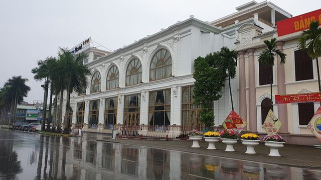 Lễ hội Đền Trần: Khách sạn, nhà nghỉ cháy phòng, tăng giá chóng mặt - Ảnh 1.