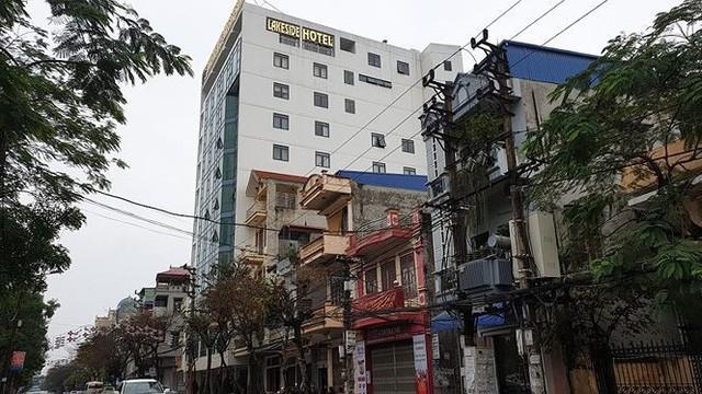 Lễ hội Đền Trần: Khách sạn, nhà nghỉ cháy phòng, tăng giá chóng mặt - Ảnh 2.