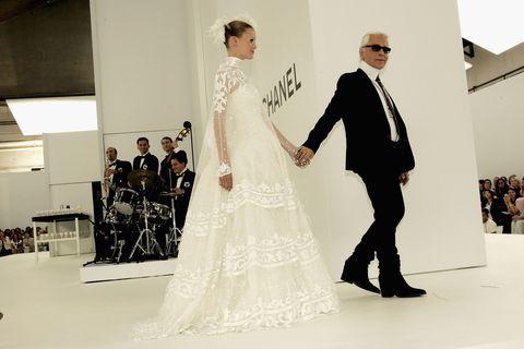Mở miệng là chửi người, nhưng tại sao ông hoàng đầu bạc vực dậy hãng Chanel - Karrl Lagerfeld vẫn được yêu mến? - Ảnh 3.