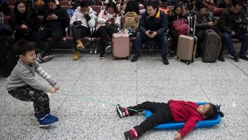 Choáng với số người về quê ăn Tết kỷ lục ở Trung Quốc - Ảnh 3.