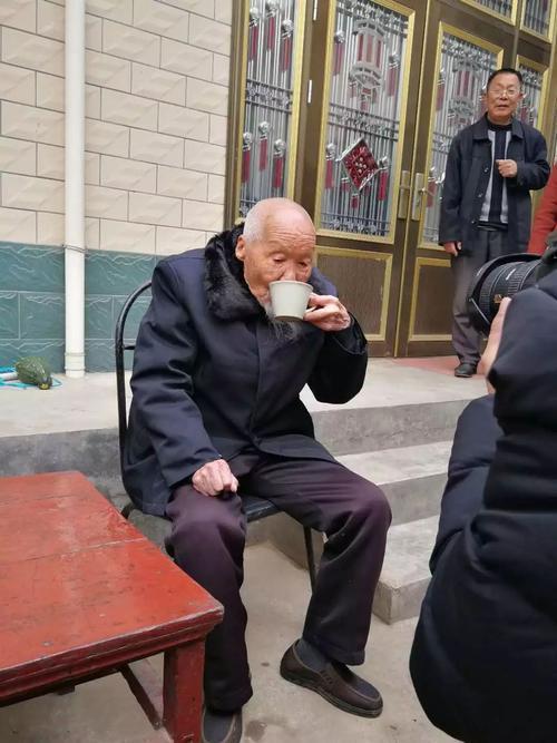 cụ ông trang học lễ - photo 1 15508273142831119954834 - Lão nông sống thọ 117 tuổi tiết lộ: Tiền bạc chưa chắc đổi được sức khỏe, mà là 7 điều này