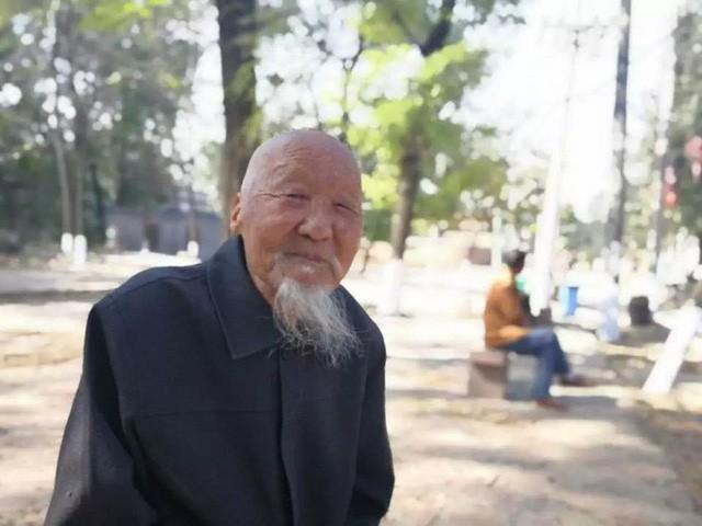 cụ ông trang học lễ - photo 3 15508273142872053461273 - Lão nông sống thọ 117 tuổi tiết lộ: Tiền bạc chưa chắc đổi được sức khỏe, mà là 7 điều này