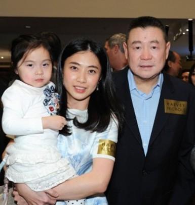 Đại trượng phu như tỷ phú giàu thứ 4 Hong Kong: Trước khi chia tay tặng người tình 400 triệu USD, nhà cửa, máy bay dùng thoải mái và chu cấp đầy đủ tiền nuôi con - Ảnh 3.