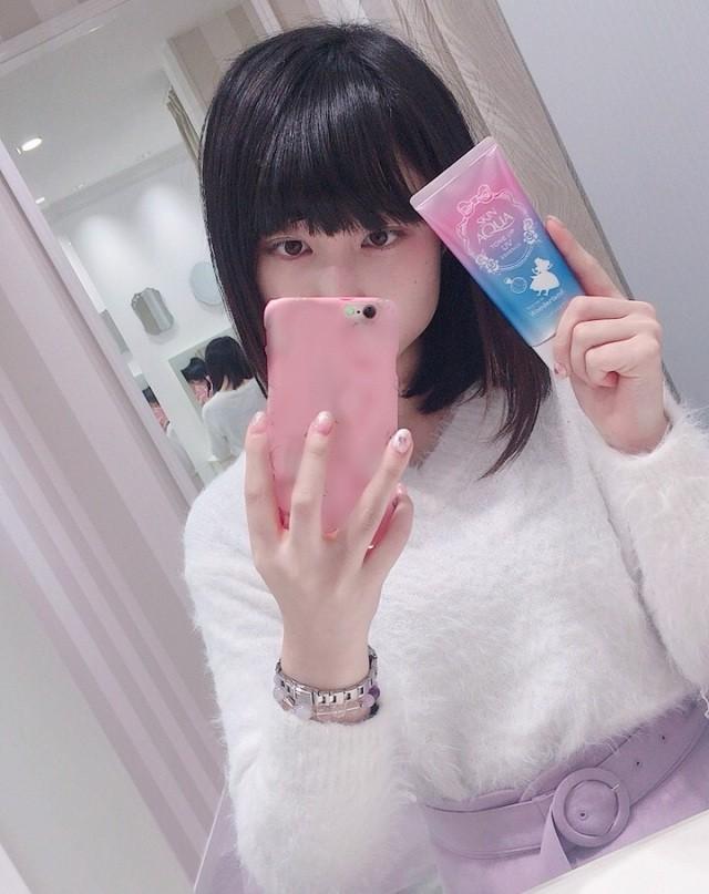 Marketing kiểu Nhật: In ngược bao bì trên tuýp kem chống nắng để chị em selfie cho tiện! - Ảnh 2.