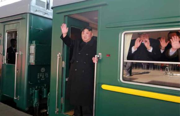 Đoàn tàu siêu kiên cố của ông Kim vừa đến Việt Nam: Đạn xuyên giáp bắn không thủng, thách thức cả bom, mìn - Ảnh 1.