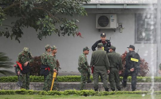 Đón Tổng thống Donald Trump: Xe quái thú rời khách sạn tới sân bay Nội Bài - Ảnh 3.