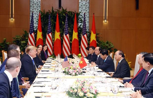 TT Trump rời Văn phòng Chính phủ sau bữa trưa làm việc cùng Thủ tướng Nguyễn Xuân Phúc, chuẩn bị trở về khách sạn - Ảnh 1.