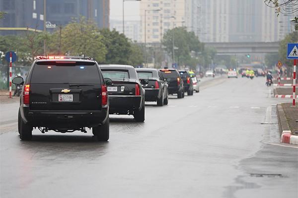 Quả cầu đen bí ẩn trên nóc xe hộ tống Tổng thống Trump - Ảnh 12.