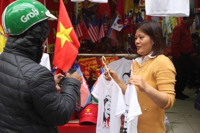 in áo hình nguyên thủ mỹ - triều tiên - photo 4 155132623210094170195 - Thức đêm in áo hình nguyên thủ Mỹ – Triều Tiên, doanh thu tăng 6 lần