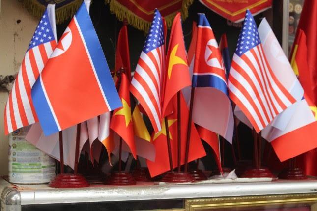 in áo hình nguyên thủ mỹ - triều tiên - photo 6 15513262321232023955466 - Thức đêm in áo hình nguyên thủ Mỹ – Triều Tiên, doanh thu tăng 6 lần