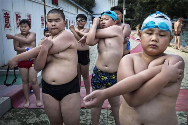 Trung Quốc: Học sinh sẽ bị phạt chạy bộ hàng ngày nếu tăng cân sau Tết - Ảnh 2.
