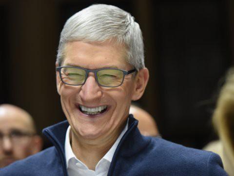 Cổ phiếu Apple lao dốc, nhưng CEO doanh nghiệp đang quản lý cả tỷ USD đầu tư này cho rằng đừng sợ, Apple sẽ còn bay cao hơn - Ảnh 1.