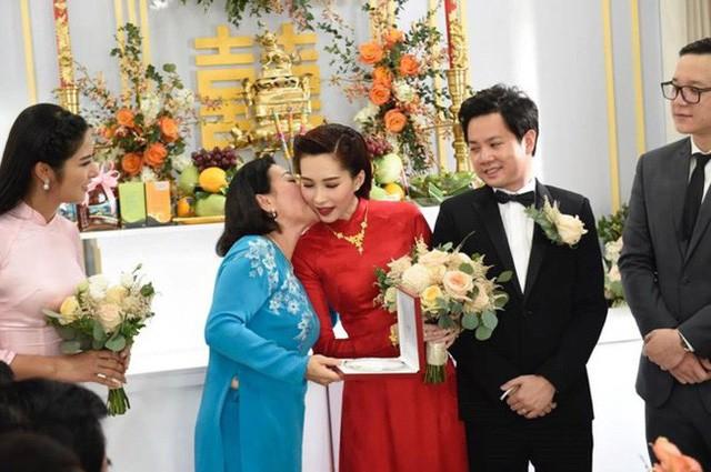 Làm dâu nhà đại gia, loạt mỹ nhân Việt đình đám được mẹ chồng đối xử thế nào?  - Ảnh 5.