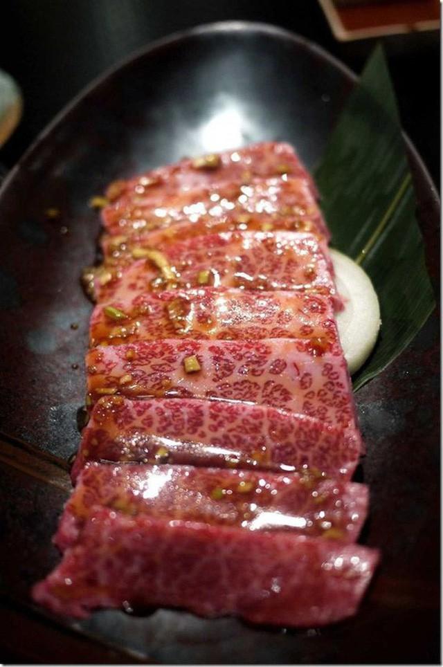 Có gì trong miếng thịt bò đắt nhất thế giới, tận 2 đến 3 triệu đồng cho 400g? - Ảnh 8.