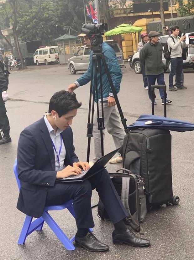 Dàn phóng viên Hàn Quốc và Nhật Bản bỗng dưng nổi tiếng trên mạng xã hội khi tác nghiệp tại hội nghị thượng đỉnh Mỹ - Triều - Ảnh 3.