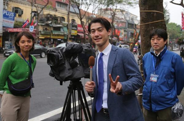 Dàn phóng viên Hàn Quốc và Nhật Bản bỗng dưng nổi tiếng trên mạng xã hội khi tác nghiệp tại hội nghị thượng đỉnh Mỹ - Triều - Ảnh 24.