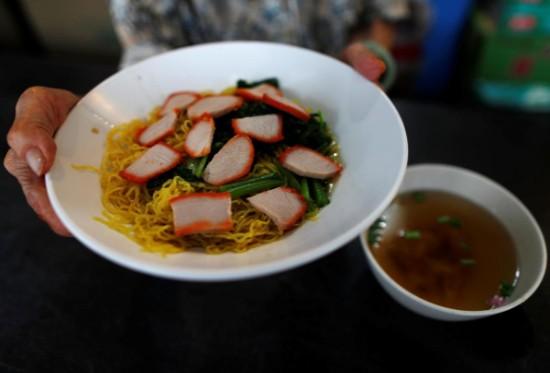 Cụ bà Singapore và những bát mỳ duy trì văn hóa ẩm thực - Ảnh 2.