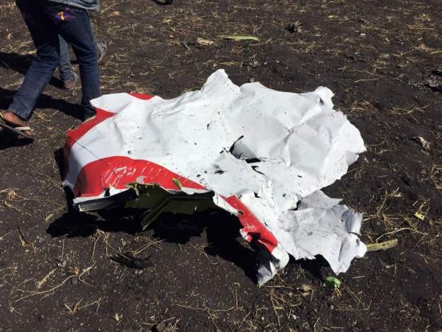 Hiện trường rơi máy bay thảm khốc ở Ethiopia: Thi thể nạn nhân la liệt, khung cảnh tang thương đầy ám ảnh - Ảnh 3.