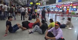 Đi Phú Bài lại hạ cánh Đà Nẵng, Vietjet hỗ trợ 100 ngàn về Huế khiến nhiều hành khách bức xúc - Ảnh 4.