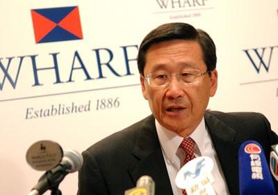 Chân dung tỷ phú giàu thứ 10 Hong Kong: Từ cậu ấm 12 tuổi tự du lịch vòng quanh thế giới đến ông chủ tập đoàn bất động sản Wheelock - Ảnh 2.