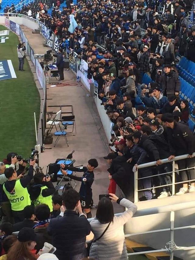 """công phượng - photo 1 15524507926701687145545 1552460565619846813008 - Bức ảnh cho thấy Công Phượng đang """"hot"""" như thế nào ở Hàn Quốc dù liên tục dự bị"""