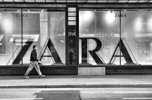 Chiến lược thống lĩnh ngành thời trang phân khúc hàng hiệu bình dân của ZARA - Ảnh 1.