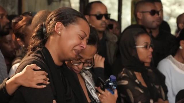Nước mắt hoà chung sự phẫn nộ trong đám tang của phi công Ethiopian Airlines xấu số - Ảnh 3.