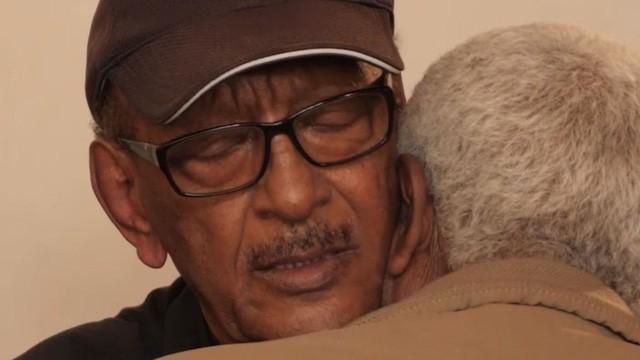 Nước mắt hoà chung sự phẫn nộ trong đám tang của phi công Ethiopian Airlines xấu số - Ảnh 6.