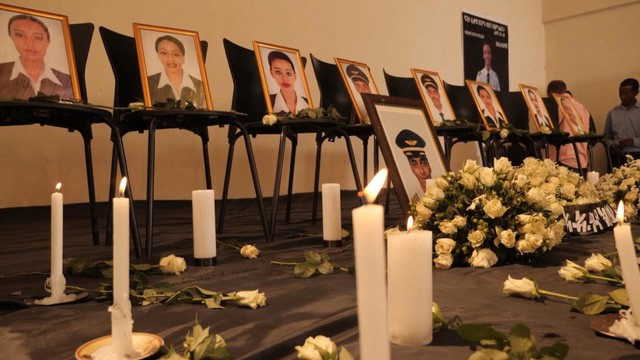 Nước mắt hoà chung sự phẫn nộ trong đám tang của phi công Ethiopian Airlines xấu số - Ảnh 7.