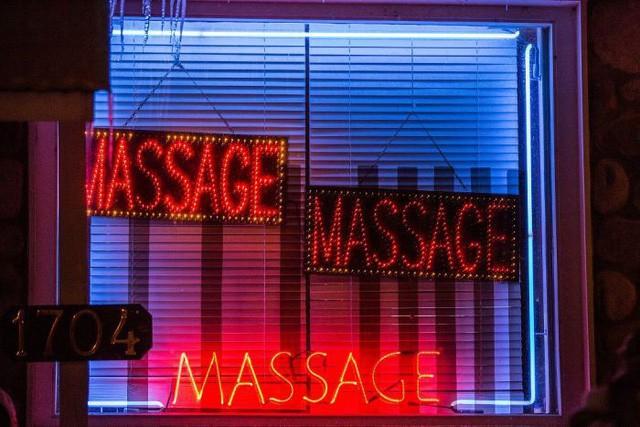 Cuộc sống của gái massage bất hợp pháp trong ngành công nghiệp 2,5 tỷ USD - Ảnh 4.