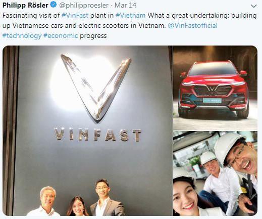 Cựu Phó Thủ tướng Đức vô cùng ấn tượng khi đến thăm nhà máy sản xuất ô tô VinFast - Ảnh 1.