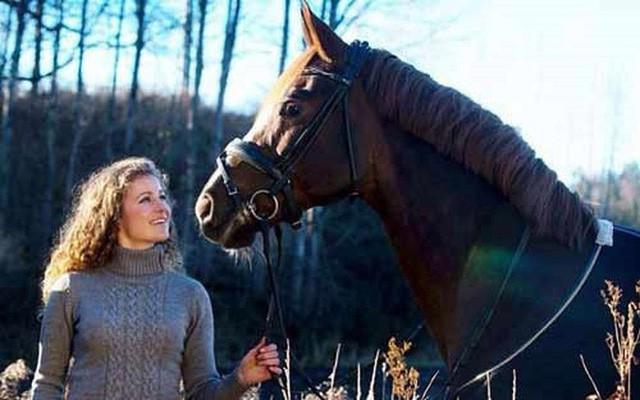 Cuộc sống khác lạ của nữ tỷ phú trẻ nhất thế giới: Sinh ra đã giàu nhưng không thích kiếm tiền, chỉ thích làm từ thiện và có niềm đam mê bất tận với cưỡi ngựa - Ảnh 15.