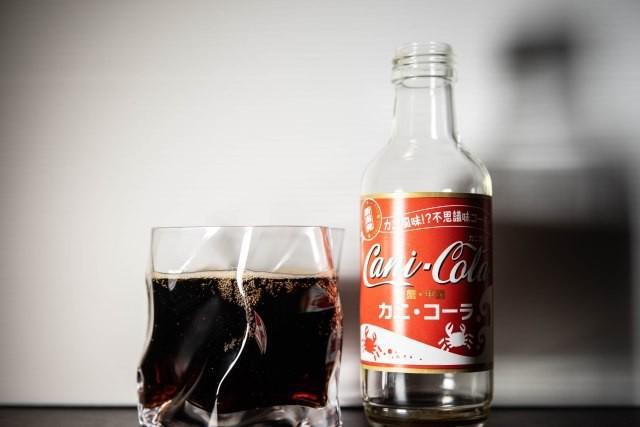 Một công ty Nhật vừa ra mắt Coca-cola vị cua, 62.000 đồng cho chai 200ml - Ảnh 2.