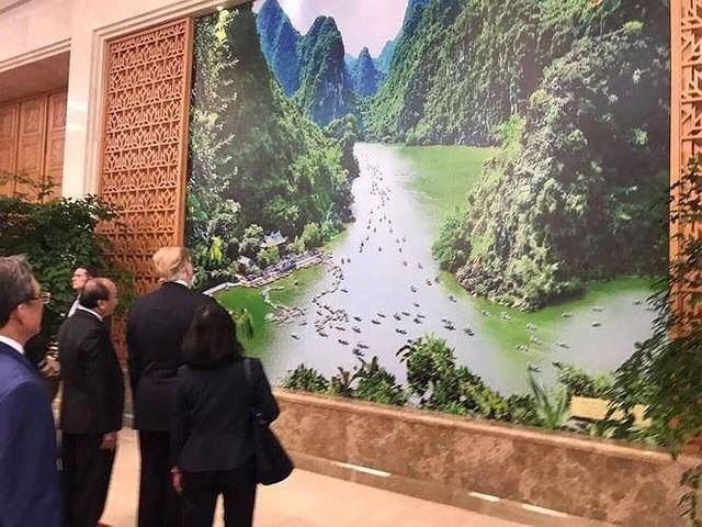 Tổng thống Mỹ vừa khen, phóng viên quốc tế đổ xô về Tràng An Ninh Bình - Ảnh 2.