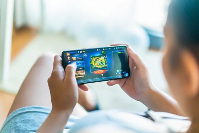 Chơi game và dùng điện thoại lâu gây chảy máu não đột ngột: Đừng để bi kịch xảy ra với bạn - Ảnh 2.