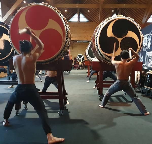 Có gì ở ngôi làng Nhật Bản nơi tỉ lệ chọi còn khó nhằn hơn cả ĐH Harvard: Rèn luyện khắc khổ như samurai, tất cả để giữ hồn cho tiếng trống thiêng liêng này! - Ảnh 2.