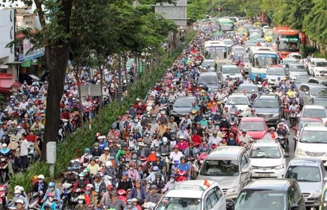 Nhà đầu tư nước ngoài lo ngại ùn tắc, quá tải ở sân bay Tân Sơn Nhất - Ảnh 1.