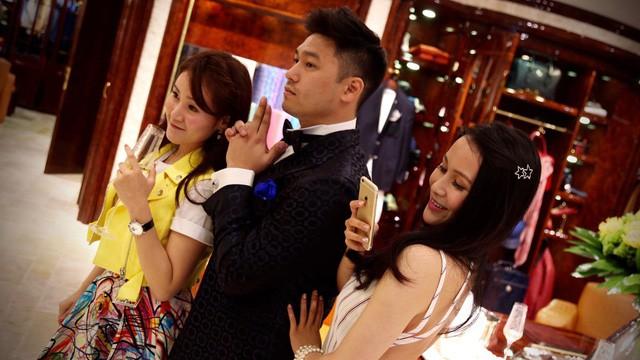Cuộc sống quá khác biệt của giới con nhà giàu Trung Quốc dù cùng ngậm thìa vàng: Người một bữa ăn hết 5.000 USD, người không xe phải đi tàu điện ngầm  - Ảnh 2.
