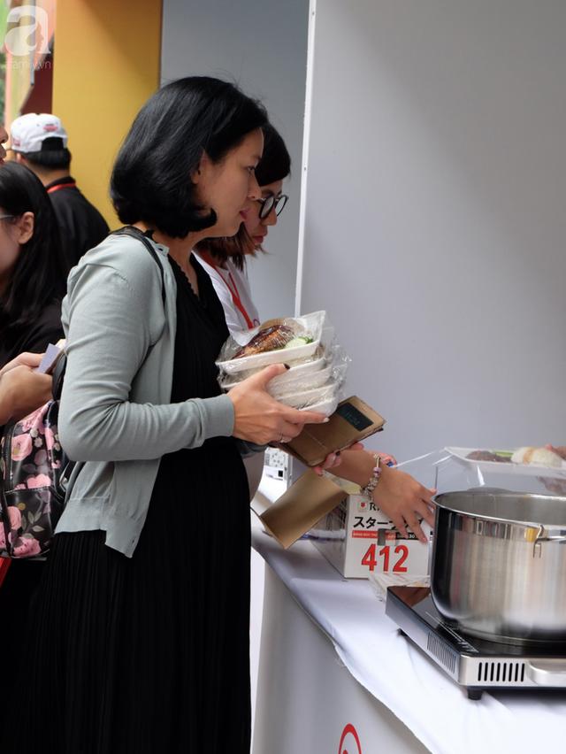 Quán ăn sao Michelin rẻ nhất thế giới đến Hà Nội: Giá chỉ 30 ngàn, khách xếp hàng dài trên phố Lê Thạch đợi mua - Ảnh 12.