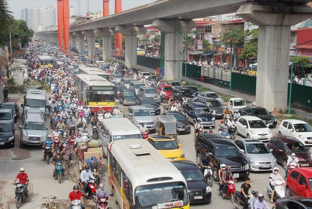 Cấm xe máy tại Hà Nội: Không nên cấm cứng nhắc - Ảnh 2.