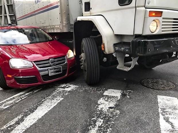 Kinh nghiệm quan trọng để tránh xe tải, xe container an toàn - Ảnh 3.