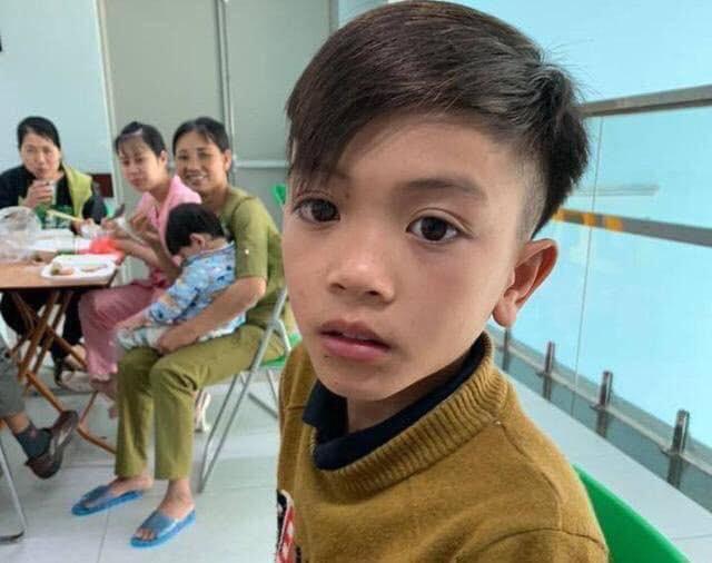 Mẹ bật khóc vì con trai 13 tuổi đạp xe không phanh vượt 100km từ Sơn La tới Hà Nội thăm em bị ốm: May mắn là con không sao... - Ảnh 3.