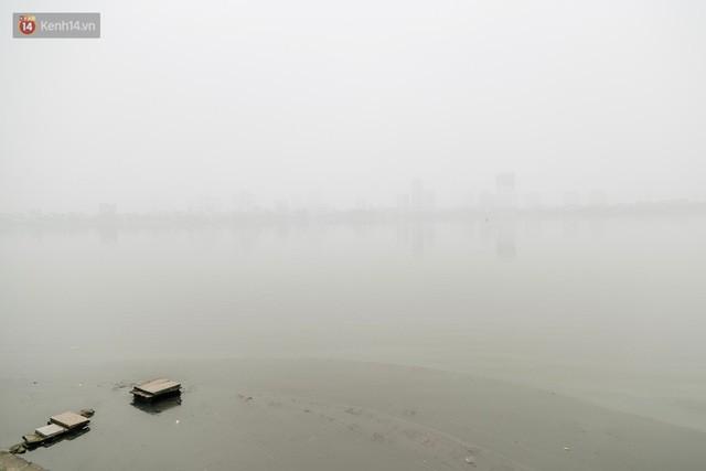 Hà Nội ngập trong màn sương mù mịt bao phủ tầm nhìn: Tình trạng ô nhiễm không khí đáng báo động!  - Ảnh 12.